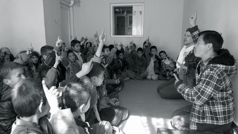 Ellis Brooks leads a peace education session with the Borderfree school for street kids